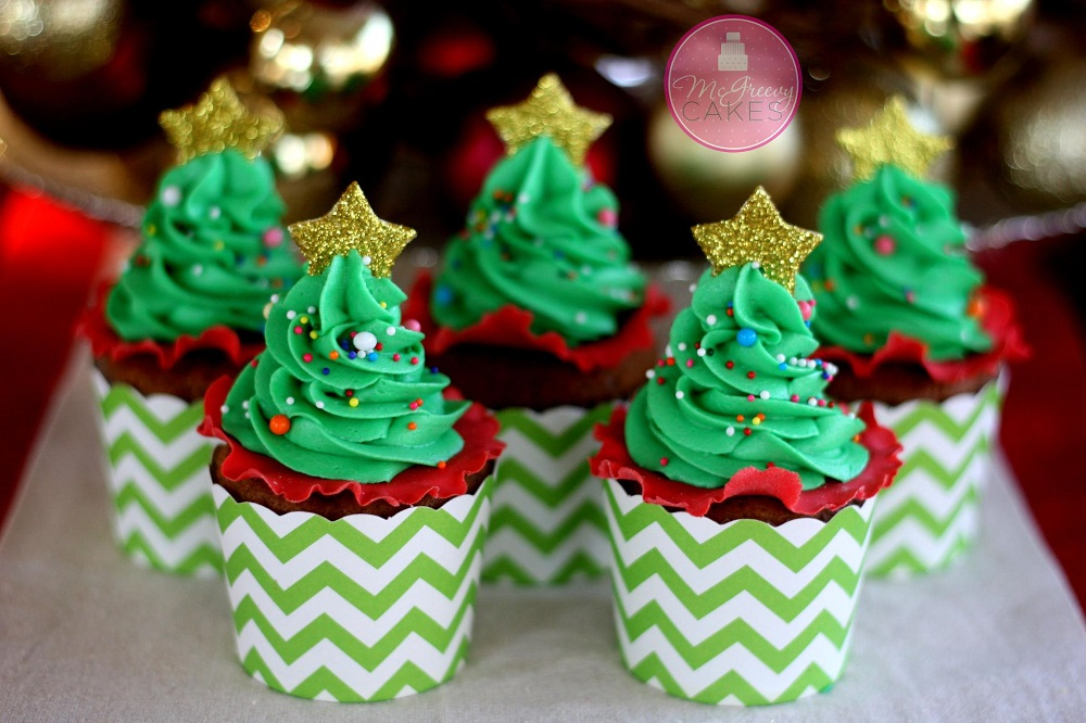 Christmas Decorations Cupcakes Easy : Easy christmas tree cupcakes with free tutorial